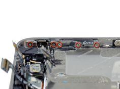 5. Fjern de 5 Philips-skruer der holder lydløs og lydknappernes beslag fast til den ydre ramme.
