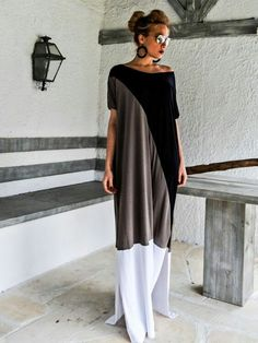 Find More at => http://feedproxy.google.com/~r/amazingoutfits/~3/hDuwgMyp3Ag/AmazingOutfits.page Robes Élégantes, Maxi Robes, Gray Maxi, Black Maxi, Dress Black, Kaftans, Abayas, Caftan Dress, Dress Skirt