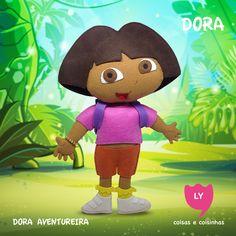 Dora Marquez - É a personagem principal, uma jovem menina de 8 anos que está sempre em viagens a cada episódio. Dora tem como melhor amigo o macaco Botas, que está sempre a acompanhando nas suas aventuras. Carrega uma mochila falante nas costas capaz de guardar qualquer coisa, e também um mapa falante dentro da mochila. #dora #doraaventureira #feltro #educacional #festainfantil #decoracaofesta #doratheexplorer #felt #handmade #lycoisasecoisinhas