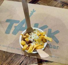 Mmmm! Patatas takk en la reapertura del @takk_burgerbar. Hace 2 meses Takk Burgerbar sufrió un incendio. Hoy, totalmente restaurado y con una carta renovada, resurge como un ave fénix de sus cenizas #vuelvetakk