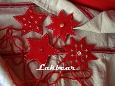 Lakbear has shared 3 photos with you! Tree Skirts, Christmas Diy, Holiday Decor, Creative, Photos, Pictures, Homemade Christmas, Diy Christmas