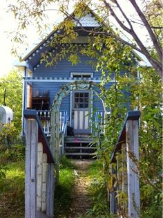 Check out the house I saw in Dawson City, Yukon. I'm thinking about Victorian paint schemes. Click on the photo to visit my home restoration blog.