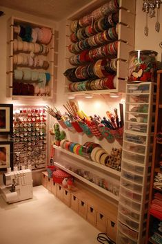Ideas for simple craft storage sewing rooms Craft Room Storage, Craft Organization, Craft Rooms, Storage Ideas, Wall Storage, Pegboard Storage, Storage Boxes, Craft Room Shelves, Art Supplies Storage