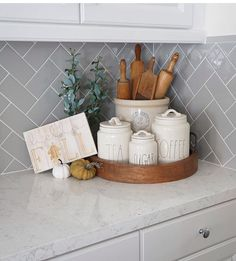 What a cute kitchen styling! What a cute kitchen styling! What a cute kitchen styling! Cute Kitchen, New Kitchen, Country Kitchen, Kitchen Tray, Kitchen Utensil Holder, Awesome Kitchen, Southern Kitchen Decor, Farmhouse Kitchen Canisters, Kitchen Baskets