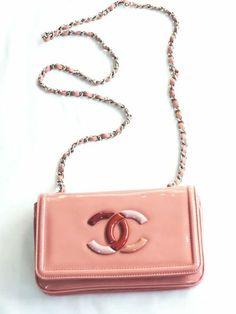 chanel is pretty in peach. Coco Chanel, Chanel Bags, Chanel Purse, Chanel Fashion, Fashion Bags, Marca Chanel, Handbag Accessories, Fashion Accessories, Chanel Shoulder Bag