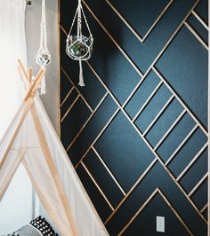 Modern Wood Accent Wall Ideas Get inspired with our favorite modern wood accent … - Moderne Inneneinrichtung Wooden Accent Wall, Metal Wall Decor, Bathroom Accent Wall, Modern Wall Decor, Painted Accent Walls, Accent Wall Nursery, Modern Wall Paneling, Staircase Wall Decor, Accent Wall Decor