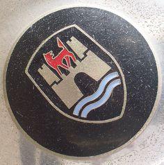 wolfsburg crest Car Badges, Vw Cars, Love Bugs, Volkswagen Logo, Blue Abstract, Beetle, Porsche, Wheels, German