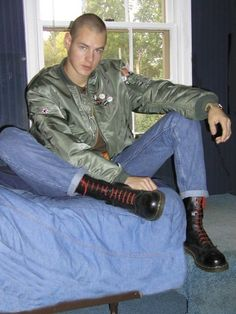 Skinhead Skinhead Men, Skinhead Boots, Skinhead Fashion, Skinhead Style, Skin Head, Young Fashion, 80s Fashion, Bomber Jacket Men, Teen Boys