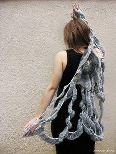crochet cape Inspired: Etsy Crochet Garments by Maria Hera Crochet Cape, Knit Crochet, Crochet Designs, Crochet Patterns, Knitwear Fashion, Capelet, Crochet Projects, Diy Projects, Crochet Fashion