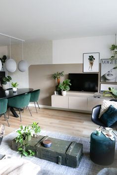 Living Room Green, Home Living Room, Apartment Living, Living Room Designs, House Color Schemes, Living Room Inspiration, New Room, Home Interior Design, New Homes