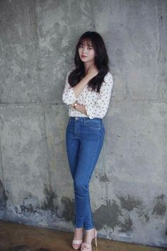 Casual ourfit issa perfection on her😍 Kim So Hyun Fashion, Korean Fashion, Fashion Poses, Fashion Outfits, Asian Woman, Asian Girl, Kim So Eun, Singer Fashion, Kim Yoo Jung