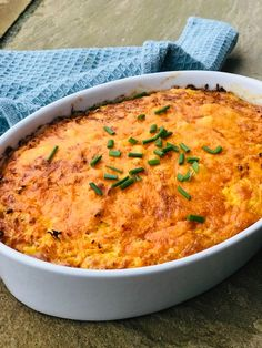 Gulerodsgratin. Sund og lækker gratin med revne gulerødder. Server som den lækreste gratin, enten som tilbehør til maden, på rugbrødet, eller til frokost? Healthy Living Recipes, Vegetarian Recipes, Side Recipes, Great Recipes, Love Food, Macaroni And Cheese, Curry, Food And Drink, Meals