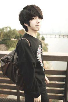 New haircut asian guy Ideas Cute Emo Boys, Cute Asian Guys, Cute Guys, Asian Boys, Trendy Haircuts, Layered Haircuts, Haircuts For Men, Anime Haircut, Asian Men Hairstyle