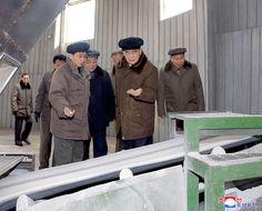 박봉주동지 남흥청년화학련합기업소와 평양향료공장을 현지료해