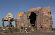 An Unforgotten Visit to the Bhojpur Temple Bhopal - #Bhojpur_temple #Bhopal also known as #Bhojeshwar_temple was our final destination during that trip. We learnt that it was founded by a king of Paramara Dynasty called #Dhar_Raja_Bhoj in 11th century to thank the Almighty #Lord_Shiva after his disease was cured.