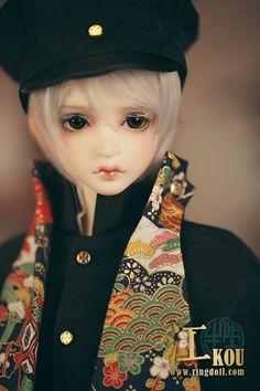 He looks like Hotarumaru from Touken Ranbu