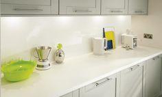 White worktop and Gloss White backboard Shaker Kitchen, Kitchen Redo, Kitchen Tiles, New Kitchen, Kitchen Design, Grey Cabinets, Kitchen Cabinets, Cupboards, Howdens Kitchens