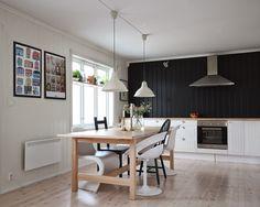 Kitchen, black and white. Corner Desk, Kitchen Black, Black And White, Table, Furniture, Home Decor, Black White, Homemade Home Decor, Blanco Y Negro