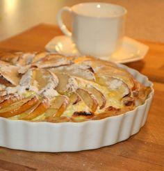 Äpfel, Topfen und Blätterteig gehören zu meiner Zutatengrundausstattung und lassen sich sehr schnell zu einer Nachspeise verarbeiten. Topfen ist die österreichische Bezeichnung für Quark. Ich verwende für diese Kuchenart einen Magertopfen. Apfel-Topfen-Tarte Tarteform 24 cm 1 großer Apfel 1 Packung Dinkelblätterteig 250 g Magertopfen/Magerquark 2 Eier Salz 1 Esslöffel Vanillezucker 1 Esslöffel Rum 3 Esslöffel …Continue Reading...