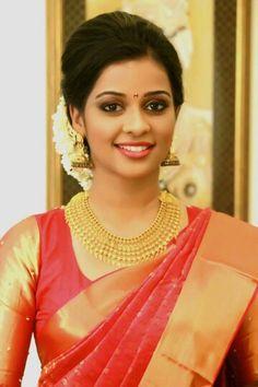 Kerala Bride, South Indian Bride, Indian Bridal, Saree Hairstyles, Indian Hairstyles, Bridal Hairstyles, Beautiful Saree, Beautiful Bride, Beautiful Women