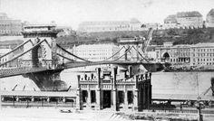A teherhajó kikötő vámhivatali épülete a Lánchíd pesti hídfője mellett-1900.