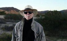 John Carpenter e il video di 'Escape From New York', live in studio! Torna a farsi sentire il Maestro dell'horror John Carpenter con il videoclip (live in studio) della sua celebre 'Escape From New York'. La composizione, ri-registrata per l'occasione con una band com #johncarpenter #horror #theme #video