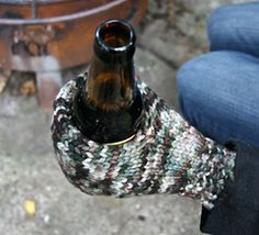 A beer mitt! The funniest knitting project ever! But practical. Now to find yarn in Seahawks colors.