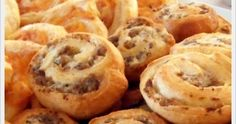Jam Hands: Sausage and Cream Cheese Pinwheels Finger Food Appetizers, Appetizer Recipes, Snack Recipes, Snacks, Sausage Pinwheels, Cream Cheese Pinwheels, My Favorite Food, Favorite Recipes, Sausage Bread