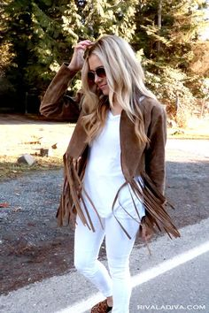 Love the fringe trend? This easy DIY Fringe Jacket tutorial will give your look some twirl worthy edge! Diy Fashion, Autumn Fashion, Fashion Outfits, Diy Clothes, Clothes For Women, Sewing Clothes, Core Wardrobe, Fringe Leather Jacket, Boho Look