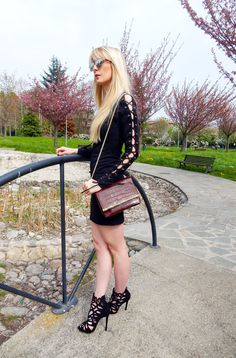 Creating an elegant outfit: 5 reasons to choose black. Black is an evergreen and perfect for an elegant outfit. There are different reasons to choose black, in this post you will find 5 of them. Click through to read the post! >>Read More