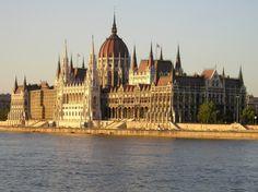 El Parlamento de Budapest es uno de esos sitios de postal que son de visita obligada si estáis por la ciudad.