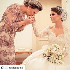 A importancia das mães ou de alguém muito querido nesse momento tão especial 💕 via @felizesadois ... ... #casar #casamento #decor #decoracao #decordecasamento #decoracaodecasamento  #casamento #weddingday  #wedding #noivas #noivado #bride #bridestyle #brideoftheday #dicas #dicasparacasamentos #noivadoano  #noivas2017 #noivas2016 #voucasar #fotoboda #photographywedding  #fotografiadecasamento #noivasdobrasil #noivado #noiva #noivo #ideias #inspiracao #vestido #vestidodenoiva #casarem2016