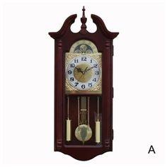 旧式の壁掛け時計 振り子時計