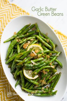 Best Garlic Butter Green Beans Easy recipe for green beans with garlic butter. This great vegetable green bean recipe is perfect for vegetarians, holidays and thanksgiving green beans Vegetable Sides, Vegetable Side Dishes, Vegetable Recipes, Vegetable Salad, String Bean Recipes, Fresh String Bean Recipe, Thanksgiving Green Beans, Christmas Green Beans Recipe, Thanksgiving Side Dishes
