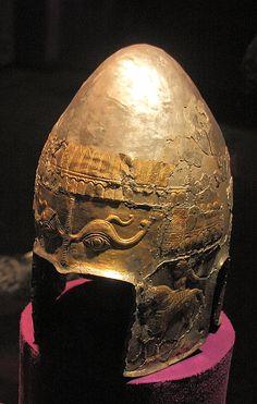 Dacian helmet Greek Helmet, Medieval World, Ancient Artifacts, National Museum, Prehistoric, Ancient History, Romania, Riding Helmets, Bucharest