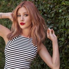 Ashley Tisdale sur Instagram: Check out the details on my new strawberry bronde hair at thehautemess.com. ❤️ Photo by @eliastahan