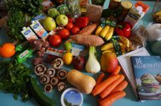 30 items that should be on everyone's basic grocery list - listonic Good Healthy Recipes, Healthy Foods To Eat, How To Stay Healthy, Diet Recipes, Healthy Snacks, Healthy Nutrition, Protein Recipes, Healthy Teeth, Recipes Dinner