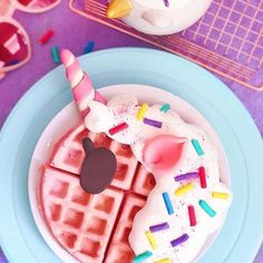 Sunday's are for magical waffles 🦄💖 Yummy Treats, Delicious Desserts, Sweet Treats, Dessert Recipes, Yummy Food, Mini Desserts, Kawaii Dessert, Unicorn Foods, Rainbow Food