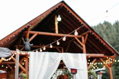 """<strong class='info-row'>Catie Coyle Photography</strong> <div class='info-row description'><html>  <head></head>  <body>    Bistro string lights lit up the reception as night fell.  Venue:   <a href=""""https://www.weddingwire.com/reviews/mountain-springs-lodge-leavenworth/6f023d42e6371065.html"""" target=""""_blank"""">Mountain Springs Lodge</a>     </body> </html></div>"""