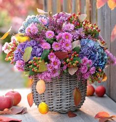 If we could see the miracle of a single flower clearly our whole life would change – Buddha Flowery is. Beautiful Flower Arrangements, Romantic Flowers, Exotic Flowers, Pretty Flowers, Floral Arrangements, Flower Images, Flower Pictures, Beautiful Roses, Artificial Flowers