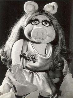 Qu'est-ce qu'elle m'a déjà fait rire! Miss Piggy Muppets, Les Muppets, Little Miss Piggy, My Little Pony, Jim Henson, The Muppet Show, Kermit The Frog, The Dark Crystal, Little Twin Stars