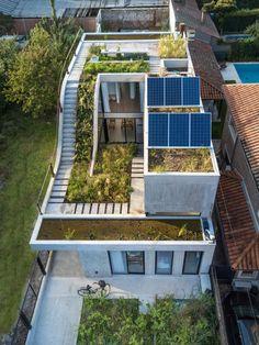 Bam! Arquitectura ramps garden up through centre of Buenos Aires home