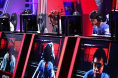 http://heysport.biz/index.html Videogaming's rapid shift from a living-room hobby to a spectator sport is luring mainstream advertisers and intensifying competition between big game publishers and nimble upstarts.