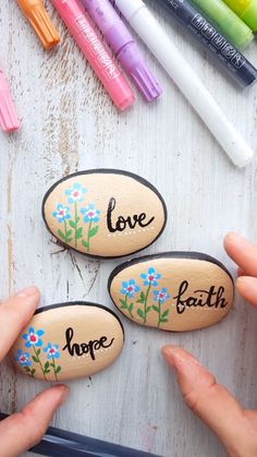 Kindness painted rocks Kindness painted rocks,Kreative Kids Beautiful rock painting with beautiful words. Video tutorial with painted rocks created with Artistro paint pens. Cute rock painting for kids and adults. Rock Painting Ideas Easy, Rock Painting Designs, Painting For Kids, Stone Drawing, Paint Pens For Rocks, How To Paint Rocks, Art Pierre, Inspirational Rocks, Acrylic Paint Pens