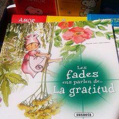 El millor regal que podien fer-me per #SantJordi: saber que un dels teus contes és en una paradeta de llibres, a l'Arc de Triomf. Gràcies per la foto, Txell!  / Best gift in this sunny St George Day: discover one of your books among others. Thanks Txell for sending me this photo! #LesFadesEnsParlen #Valors #llibres #santjordi2014 #uocsantjordi