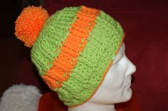 Bommelmütze in grün-orange total HIPP <3 Winter Hats, Beanie, Facebook, Handmade, Shopping, Fashion, Knitting And Crocheting, Dressing Up, Nice Asses