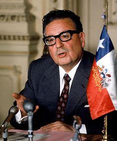 Salvador Allende | Poeta e Estadista Chileno Democratic Election, American Country, Presidents, Politics, Future, Poet, Special Forces, Augusto Pinochet, Hammer And Sickle