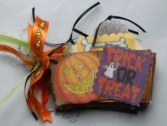 Halloween Mini Album - Scrapbook.com - Cute Halloween mini album.