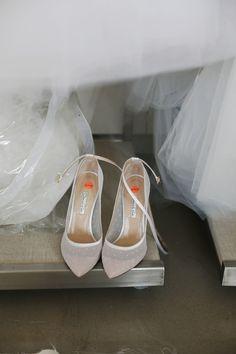 Pin by Oscar de la Renta on Bridal 2014 in 2019 Polka Dot Pumps, Fairy Shoes, Shoe Boots, Shoes Heels, Wedding Heels, Bride Shoes, Kinds Of Shoes, Beautiful Shoes, Princess Madeleine
