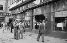 1956 Bucharest was not yet be modified by postwar reconstruction, so we see how the city looked after the war. Romania People, Little Paris, Bucharest Romania, Socialism, Old City, Old Photos, Life Is Good, Tourism, Nostalgia